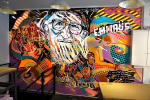 Mur de la boutique du magasin EMMAÜS de la rue Quincampoix, Paris 4